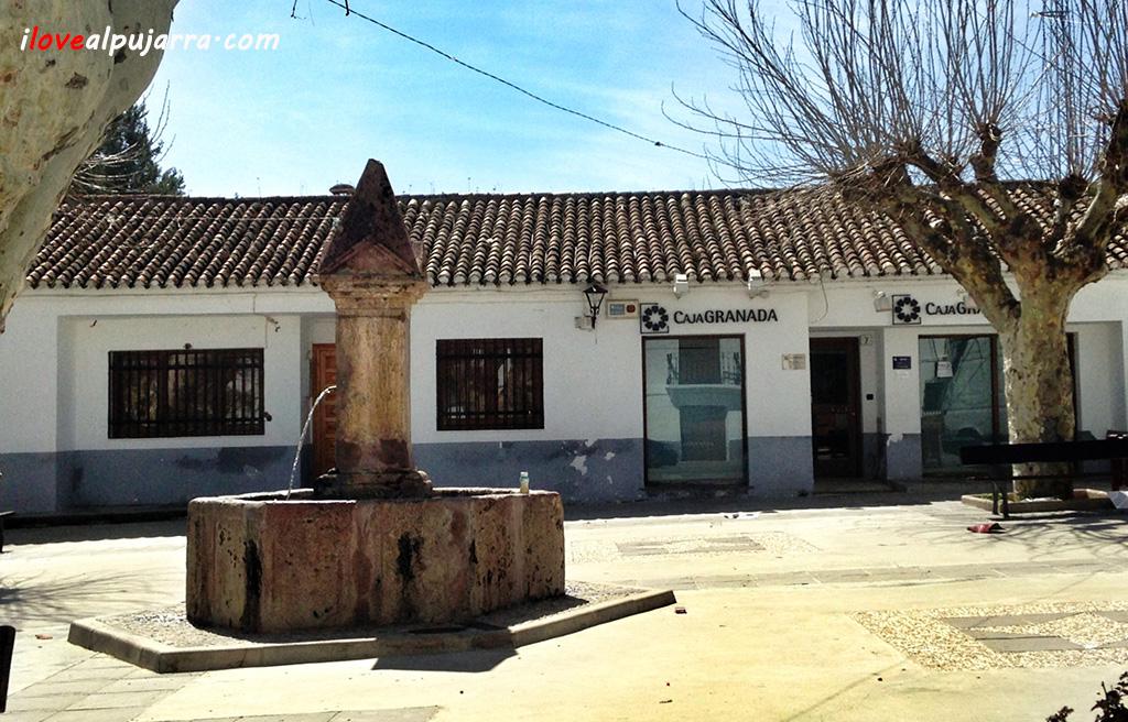 Fuente Plaza Iglesia